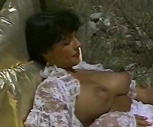 Hyapatia Lee lesbo shower