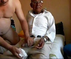 Vovô taradão metendo..