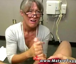 Mature granny jerking..