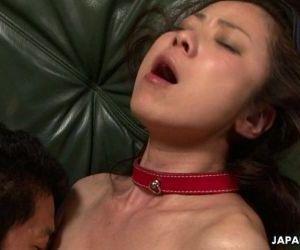 Asian babe feel good..