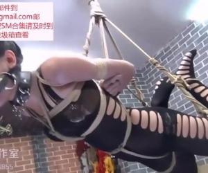 极品美女被吊起�..