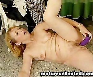 Big dildo big pussy..