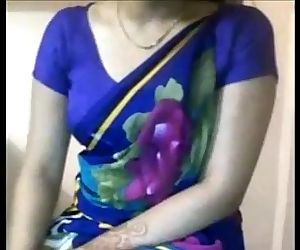 Sexy Desi Aunty boobs..