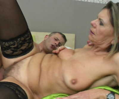 Sexxxy mature pounded..