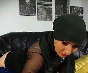 Hot muslim girl..