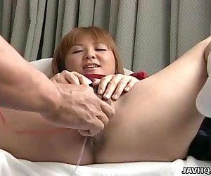 Asian slut getting her..
