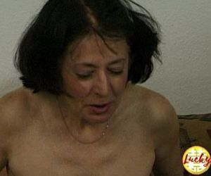 Cougar woman shows her..