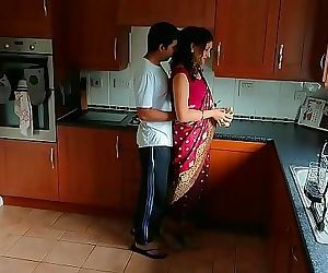 Red saree Bhabhi caught..