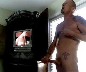 str8 daddy watching..