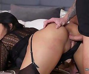 Hot butt Milf in..