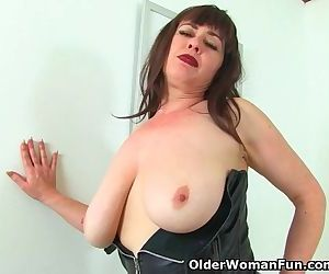 English milf Janey gets..