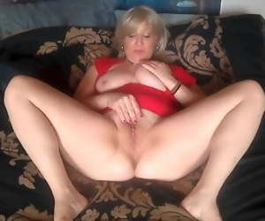 MILF PUSSY AND BIG..