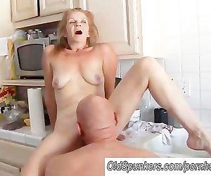 Sexy mature amateur..