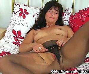 UK milf Lelani prefers..