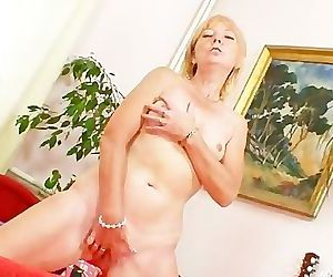 Blonde amateur cougar..