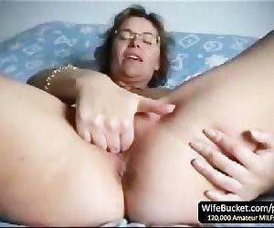 Mature wife finger fuck