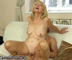 21SeXtreme Horny Granny..