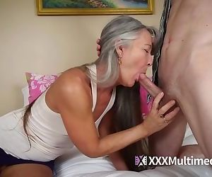 MILF mom fucks..