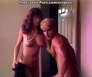Muscular guy gets sex..